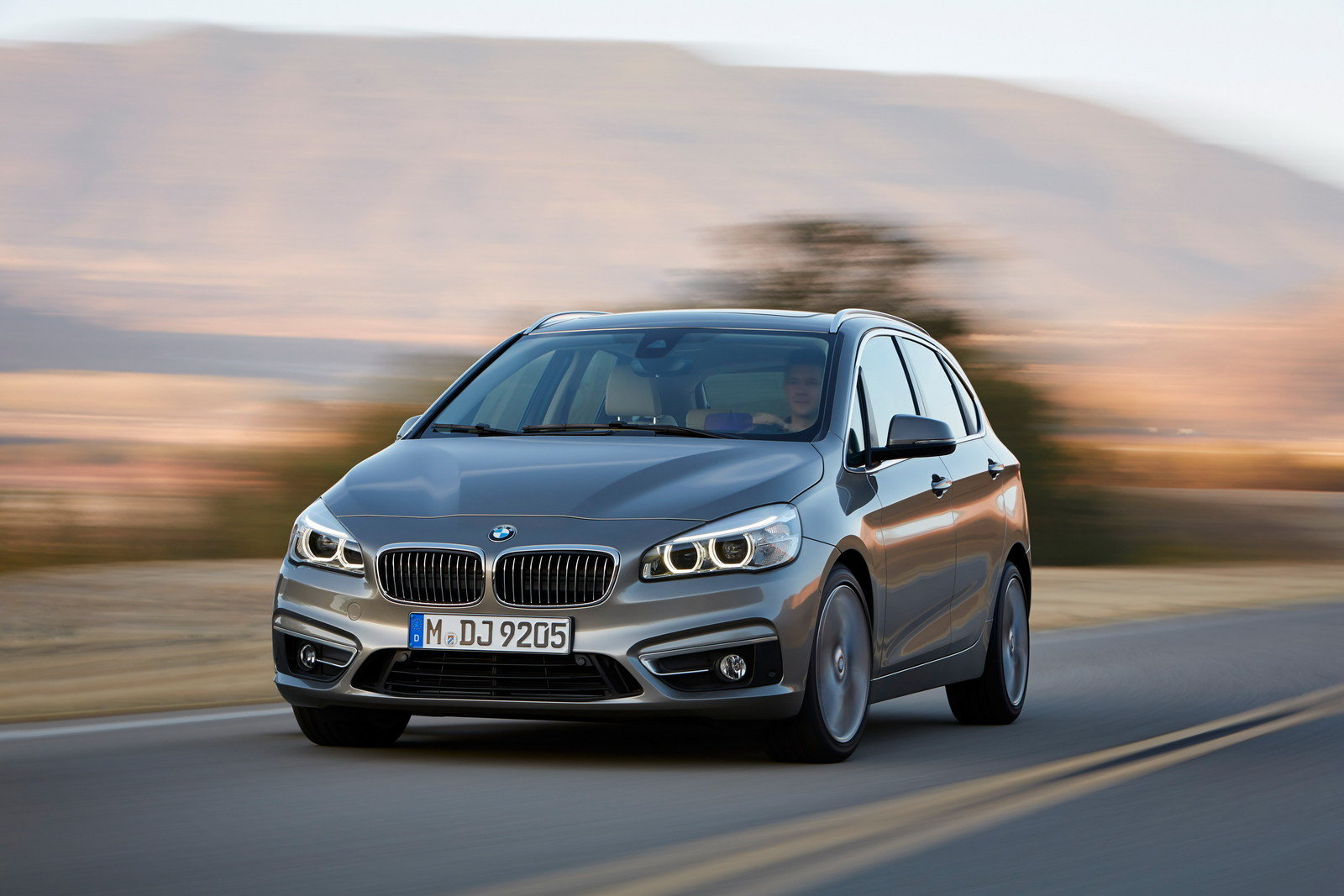 Bmw 2 Series Length 2014 2020 Bmw 2 Series Active Tourer Review Top Speed