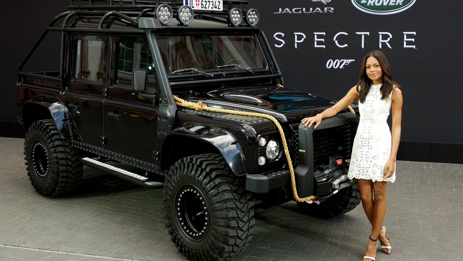 Commercial Vehicle Manufacturers Reviews 2015 Land Rover Defender Spectre Stunt Car Picture