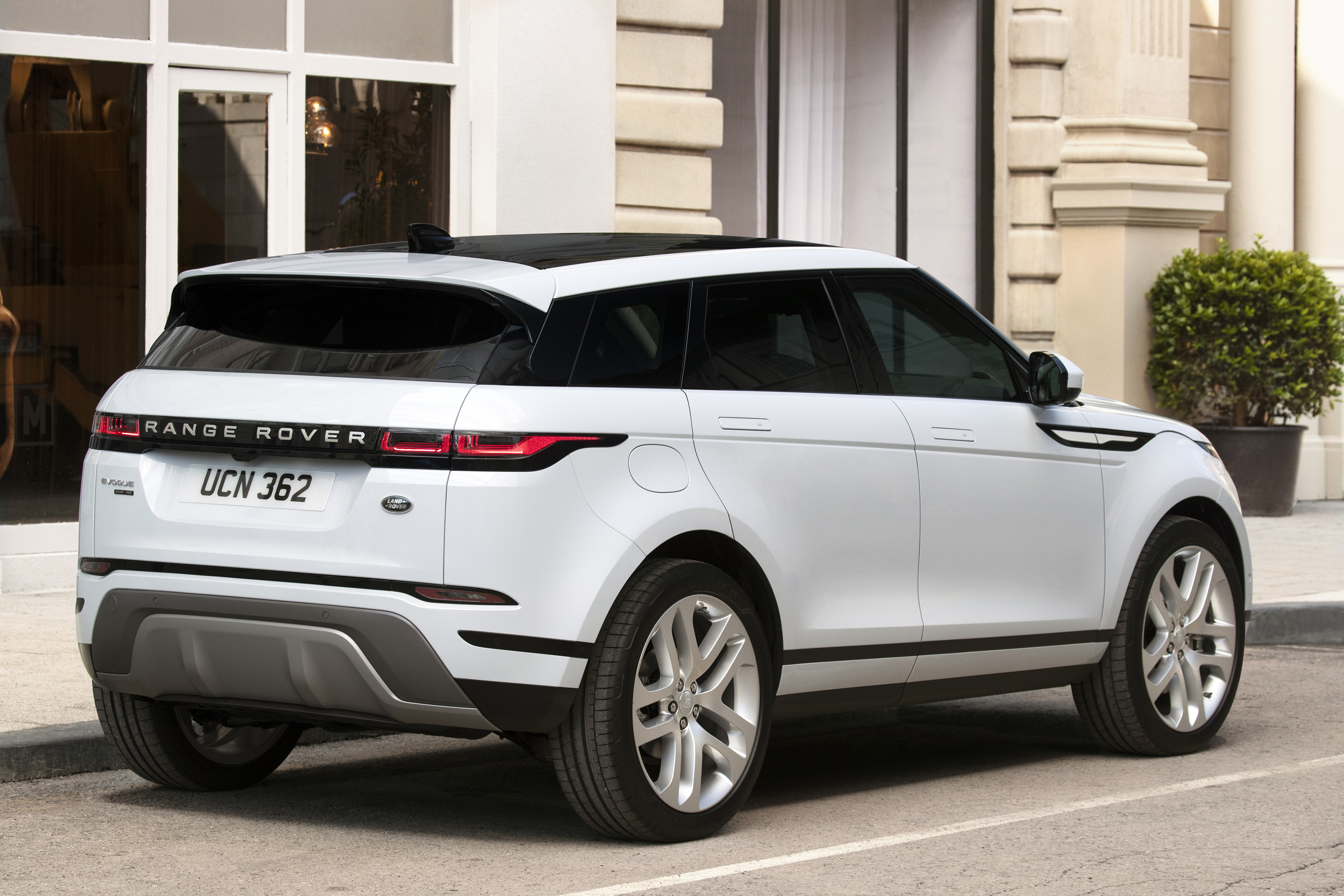 Landrover Range 2019 Land Rover Range Rover Evoque Vs 2019 Audi Q3 Top Speed