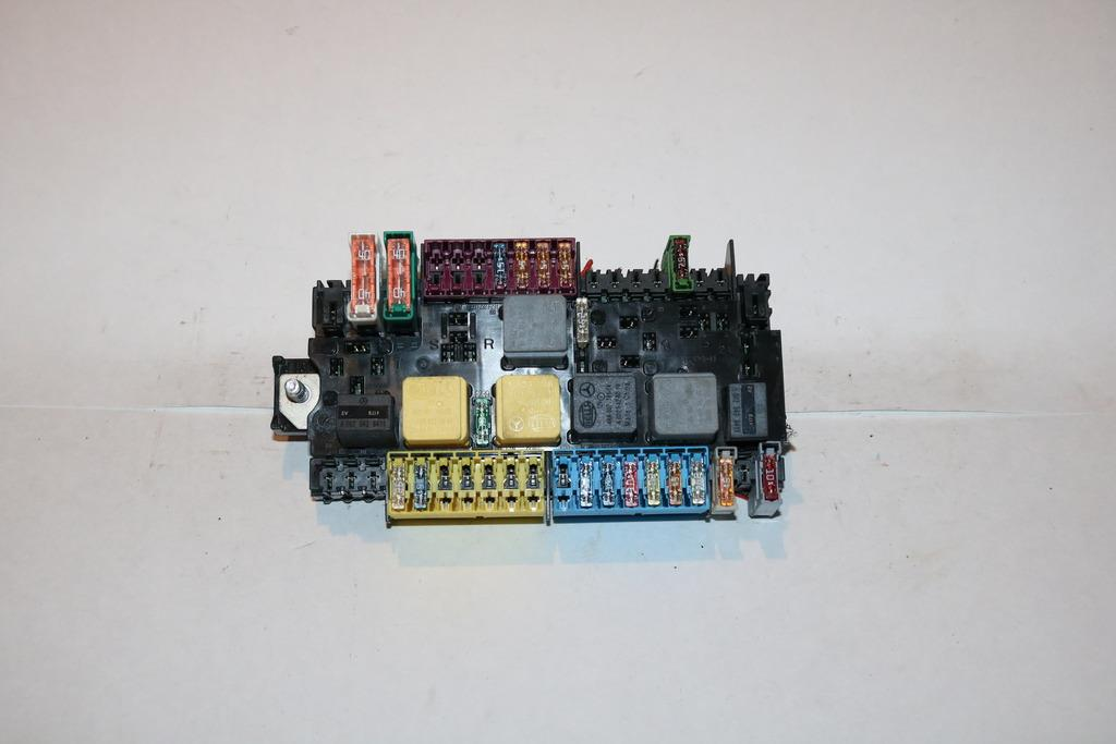 14-18 Mercedes CLA 250 CLA250 4MATIC 20L Relay Fuse Box Block #2210