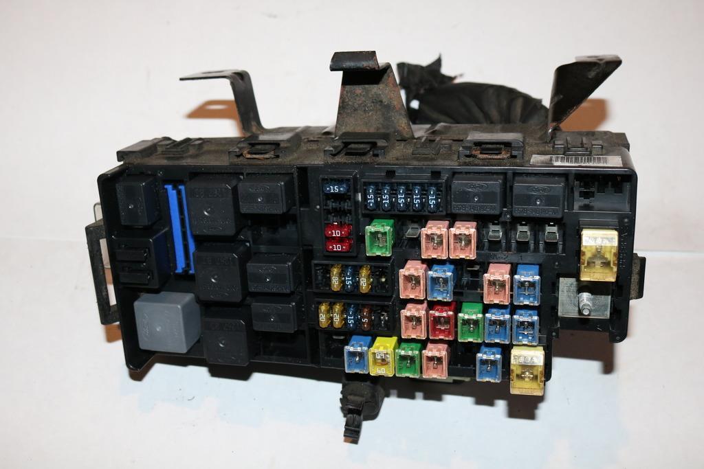 02-05 Ford Explorer WB XLT 4WD 46L V8 Under hood Relay Fuse Box