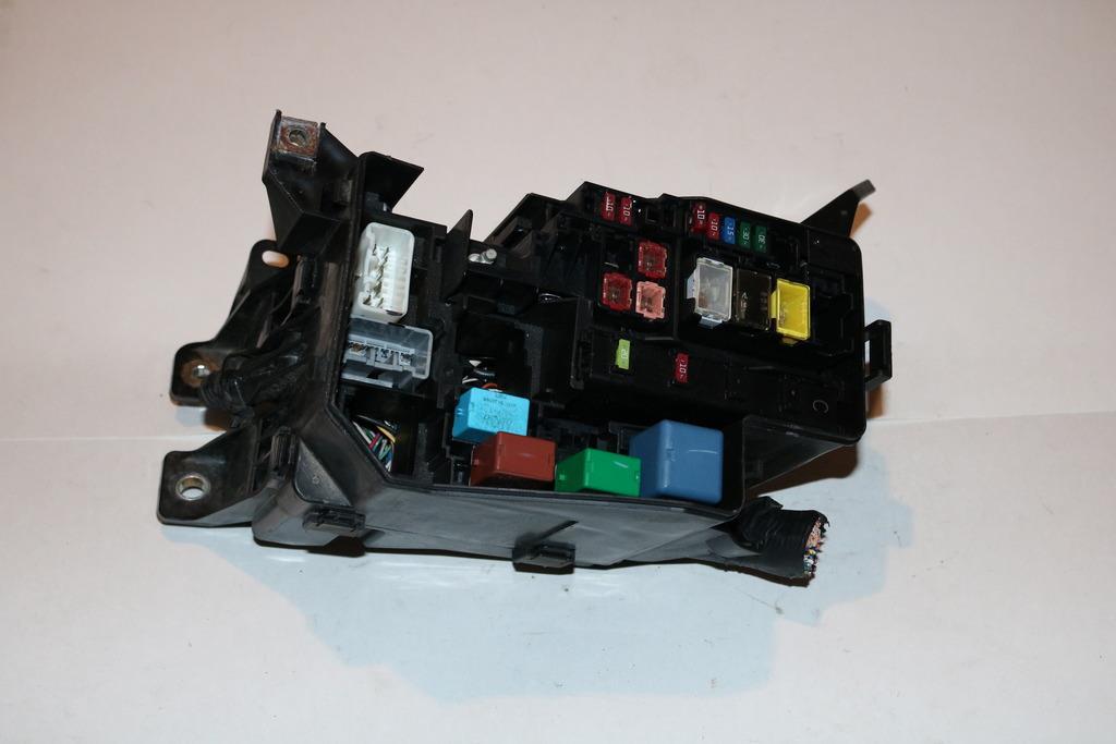 06-12 Toyota Rav4 4WD 4-Spd AT Sport 24L Under hood Relay Fuse Box