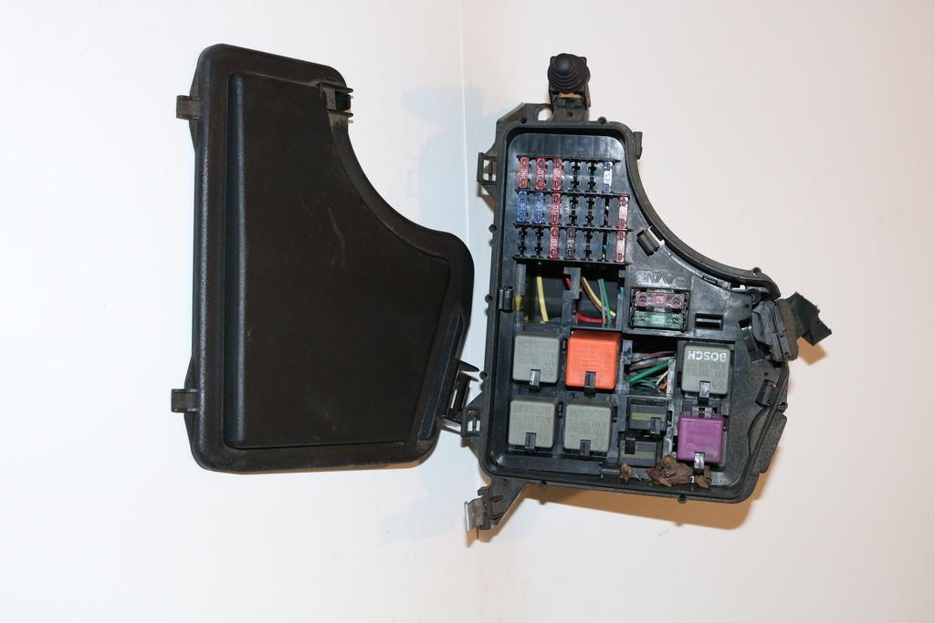 99-02 Saab 9-3x 9-3 Bajo Capó Relé Caja de Fusible garantía de panel
