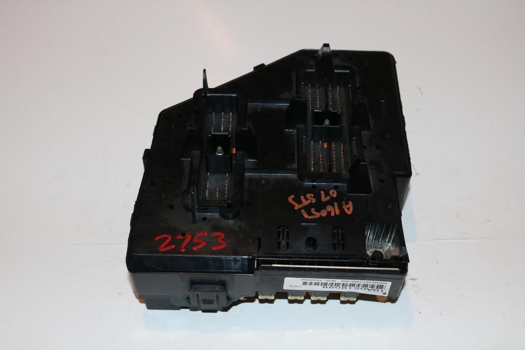 05-07 Cadillac Sts 36 л под капюшон реле предохранителей панель