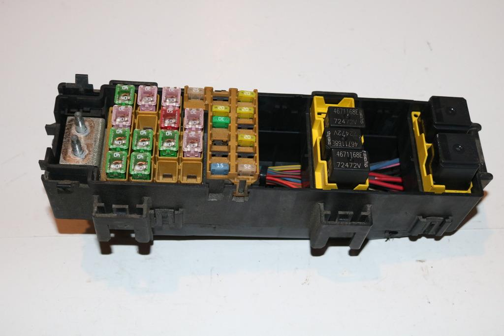 07-08 Jeep Grand Cherokee 37L Under hood Relay Fuse Box Block Panel