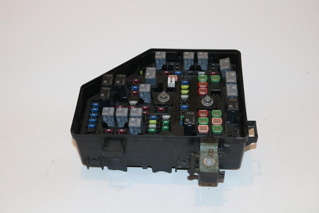 10-11 Chevy Traverse Enclave Outlook Acadia 36L Relay Fuse Box