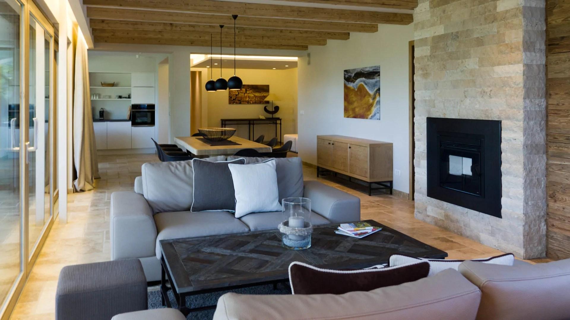 Idee Per Pavimenti Interni : Idee soggiorno pietra rivestimento parete soggiorno gallery of