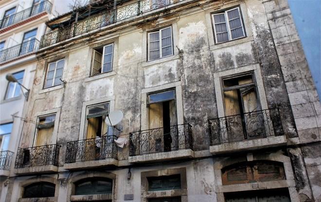 Marode Hauswand in Lissabon