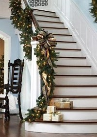 Christmas Staircase Decorating Ideas - Pink Lover