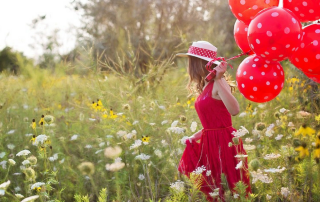 young-woman-balons