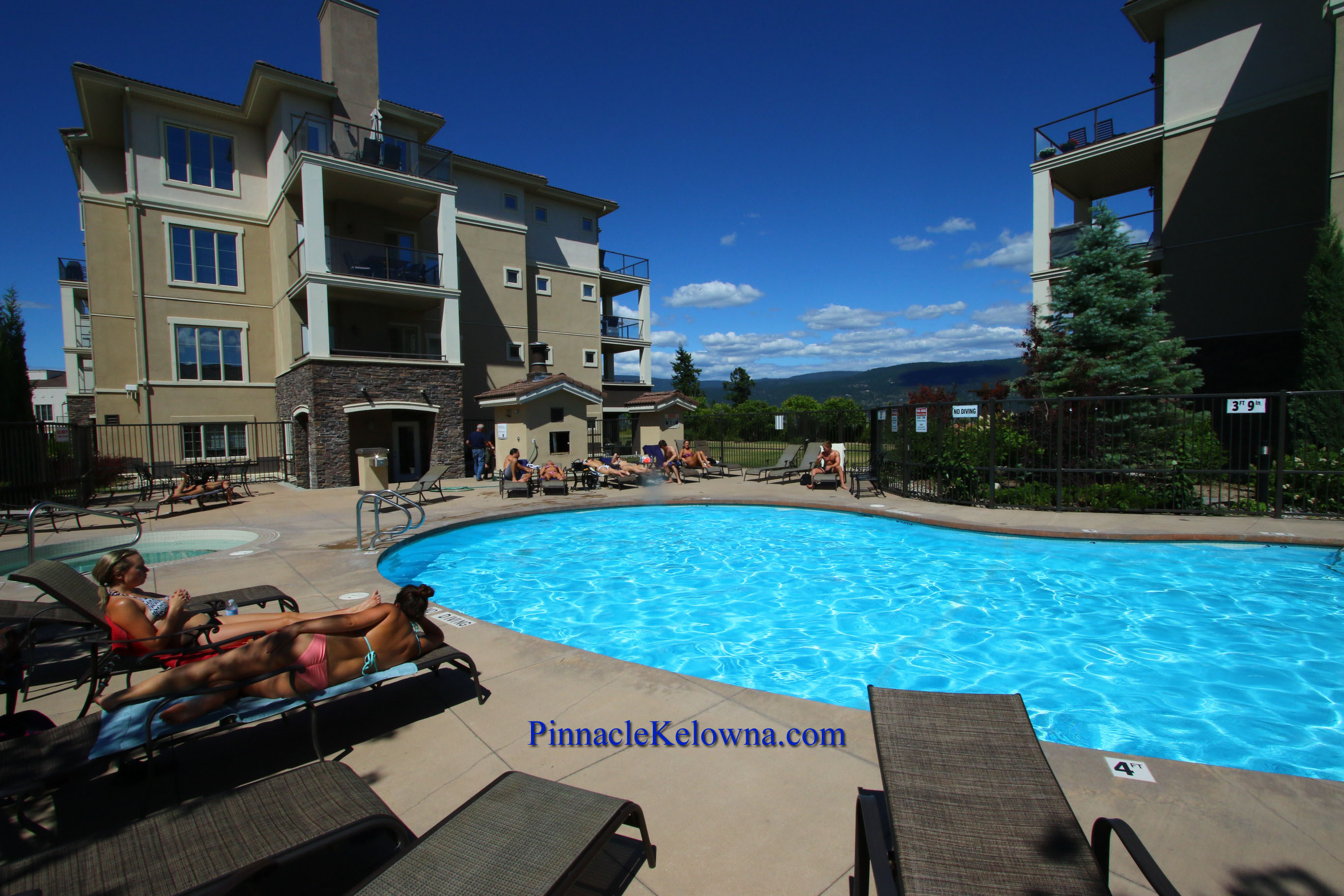 Jacuzzi Pool And Spa Kelowna 2216 Kelowna 2 Bedroom Resort Vacation Rental