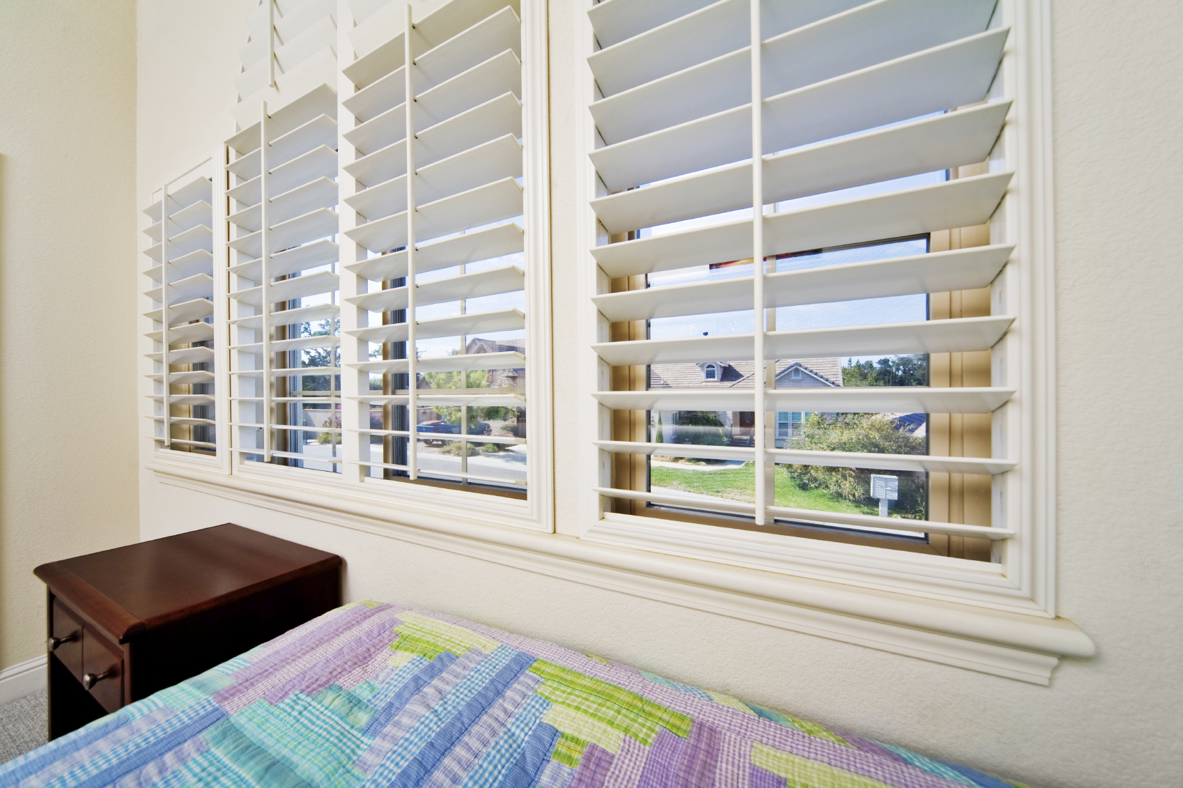 Decorating with plantation shutters pinnacle window for Decorating with plantation shutters