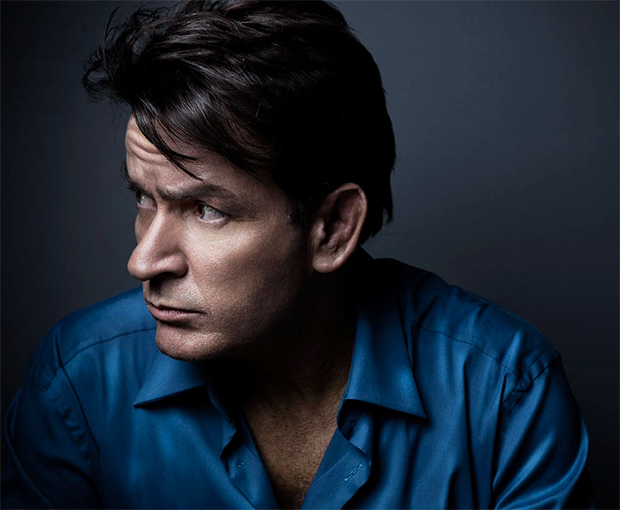 Charlie Sheen revela ser portador do vírus HIV
