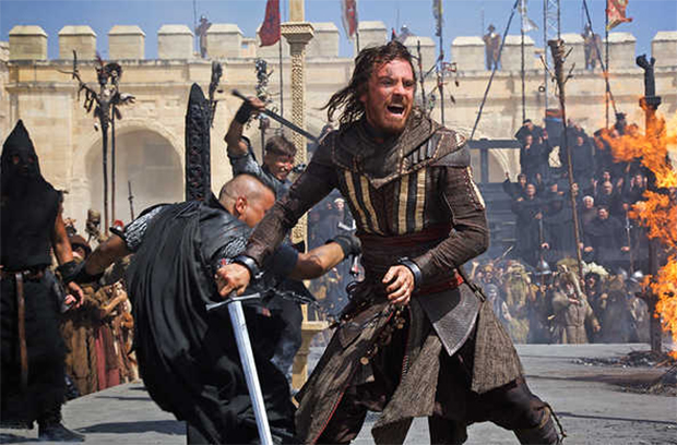 Assassin's Creed: Fotos revelam as duas encarnações de Michael Fassbender