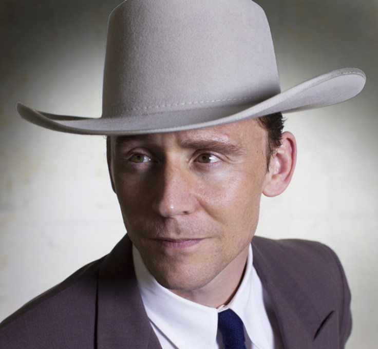 Tom Hiddleston vive o lendário cantor country Hank Williams em trailer, cena e fotos de cinebiografia