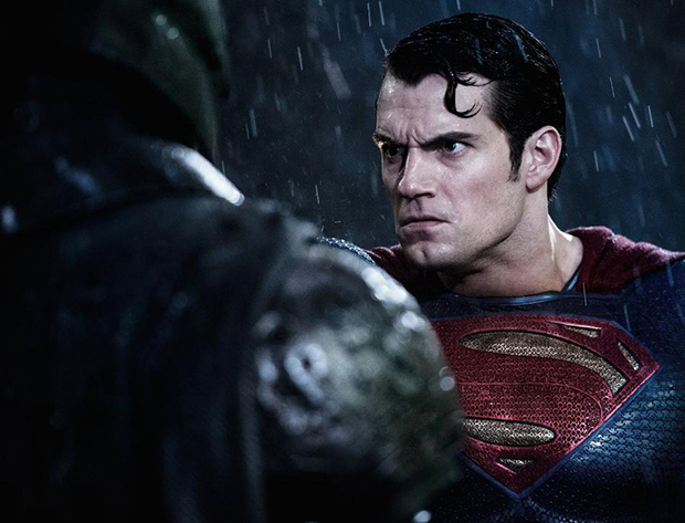 Batman vs. Superman: Trailer japonês revela cenas inéditas