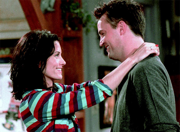 Monica e Chandler, de Friends, estariam namorando na vida real