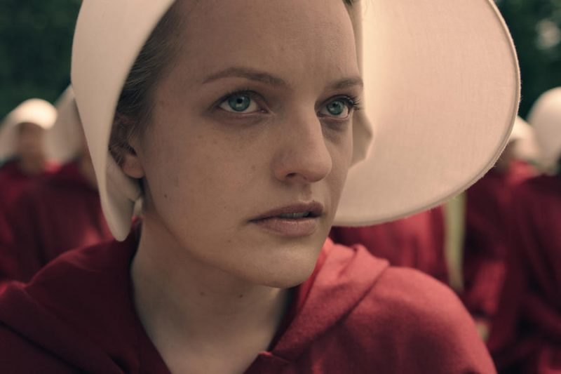 Novo vídeo da série distópica The Handmaid's Tale destaca o tema da opressão sexual
