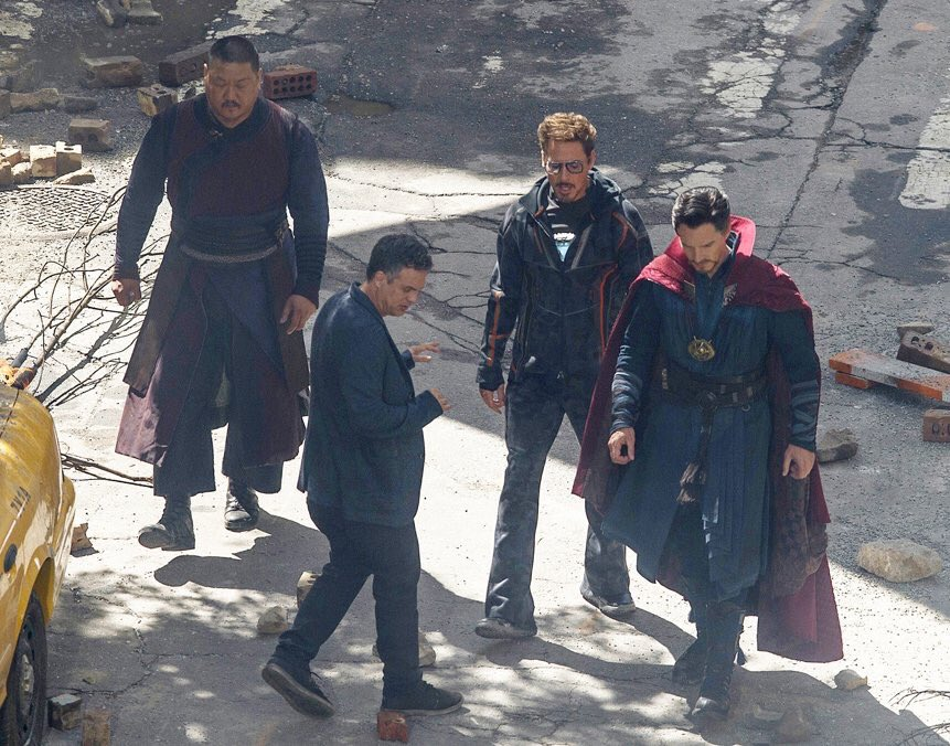 Fotos do set dos Vingadores reúnem Robert Downey Jr., Benedict Cumberbatch, Mark Ruffalo e Benedict Wong