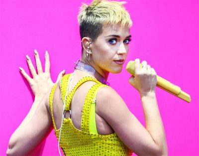 Katy Perry mostra o bumbum em live streaming promocional do novo disco