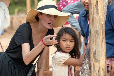 First They Killed My Father: Novo filme de Angelina Jolie ganha vídeo de bastidores