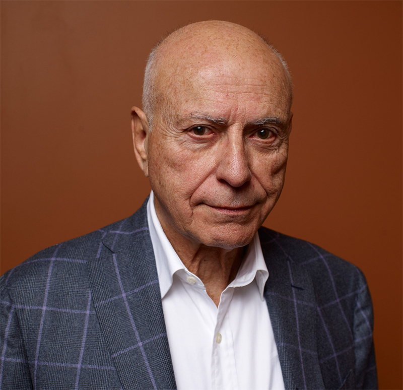 Alan Arkin entra no elenco de Dumbo
