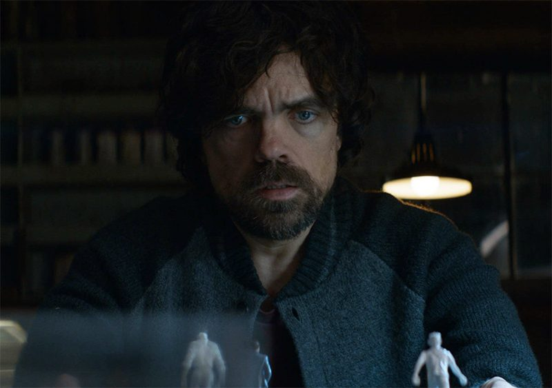 Peter Dinklage investiga assassinato no trailer do último filme de Anton Yelchin