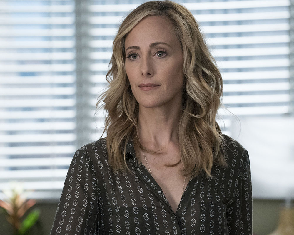 Fotos da 14ª temporada de Grey's Anatomy registram a volta da Dra. Teddy Altman