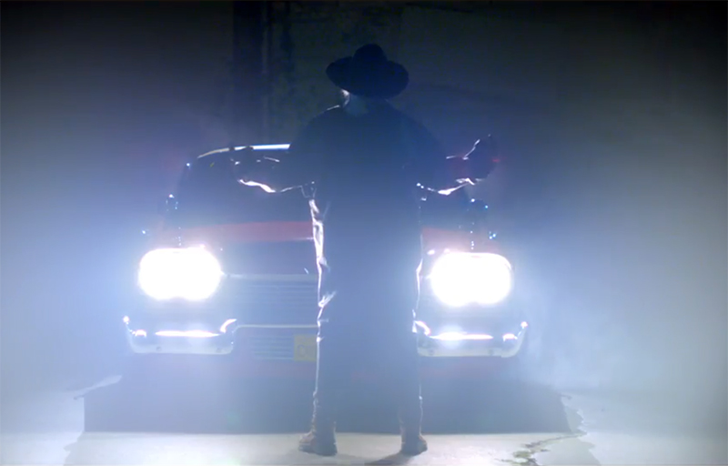 John Carpenter dirige clipe que resgata o tema do terror Christine – O Carro Assassino