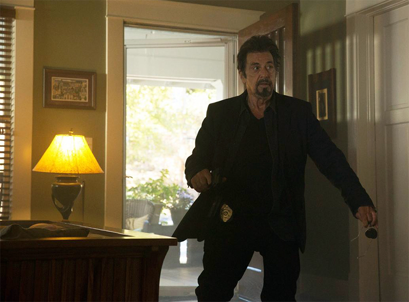 Al Pacino persegue serial killer em trailer de suspense