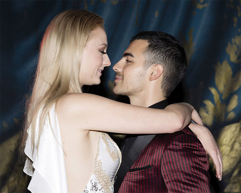 Joe Jonas e Sophie Turner, a Sansa de Game of Thrones, anunciam noivado