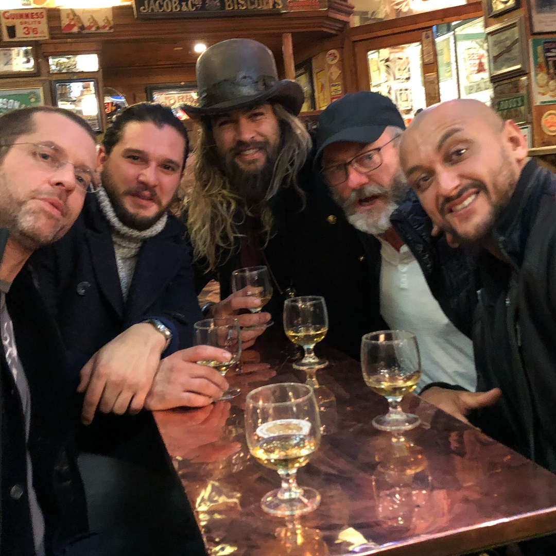 Jason Momoa reencontra o elenco de Game of Thrones em Belfast