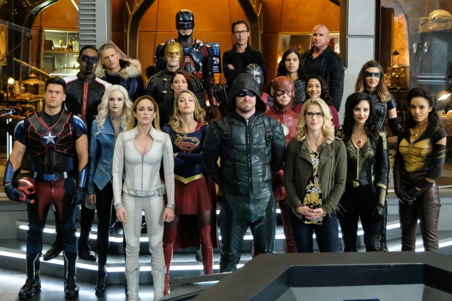 Veja 100 fotos do novo crossover das séries Arrow, The Flash, Supergirl e Legends of Tomorrow