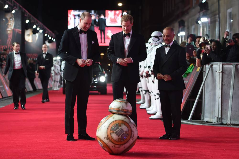 Príncipes William e Harry fazem festa de gala para o elenco de Star Wars