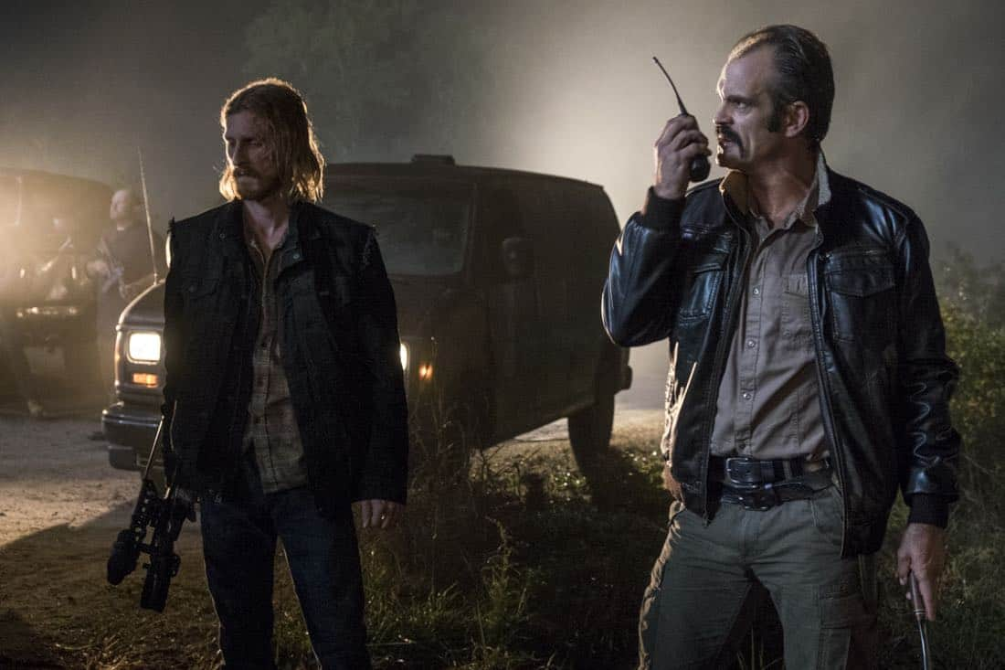 Guerra inicia em 17 fotos e cena inédita de The Walking Dead