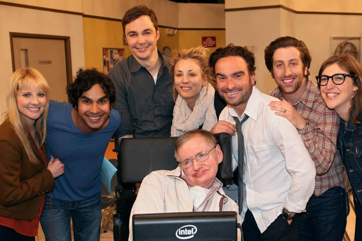 Cena cortada do final de The Big Bang Theory revela homenagem da série a Stephen Hawking