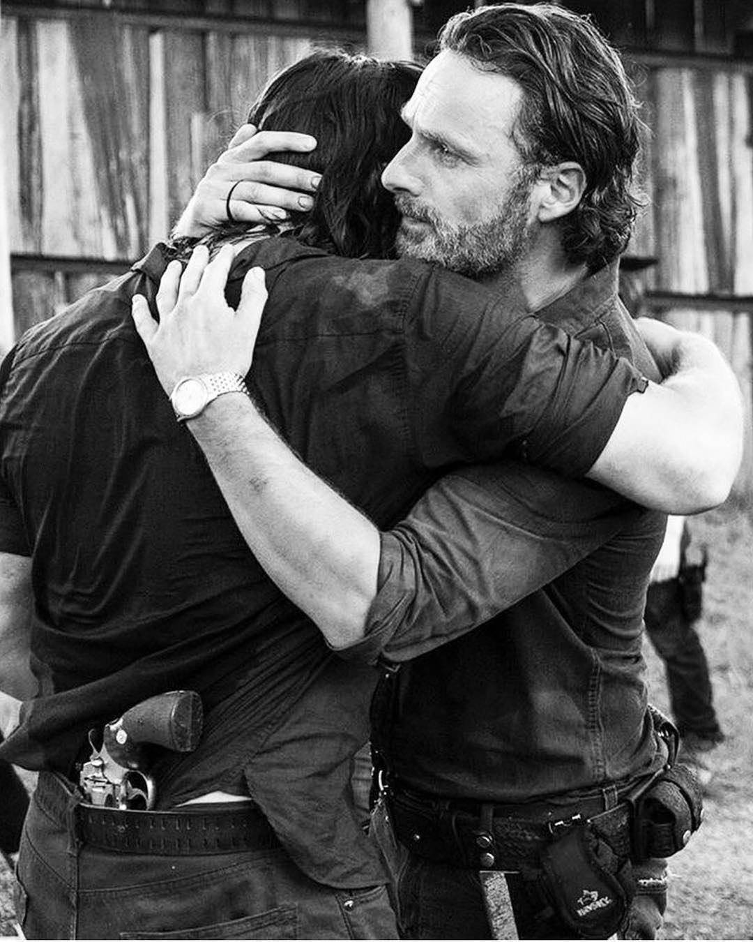 "The Walking Dead: Norman Reedus posta ""abraço de despedida"" em Andrew Lincoln"