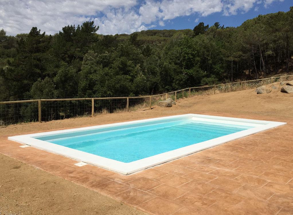 Piscina fibra piscina de fibra space 850 en dosrius for Modelos piscinas prefabricadas