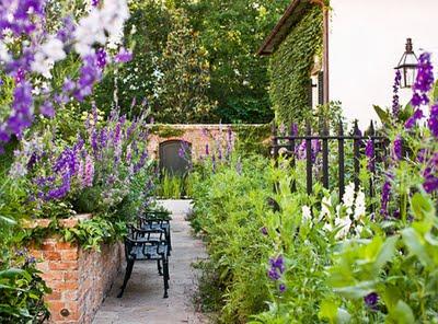 Garden Gallery : A Classic Southern Garden