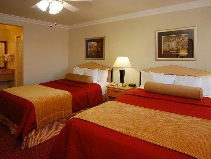 2 Queen Beds Best Western Tradewinds