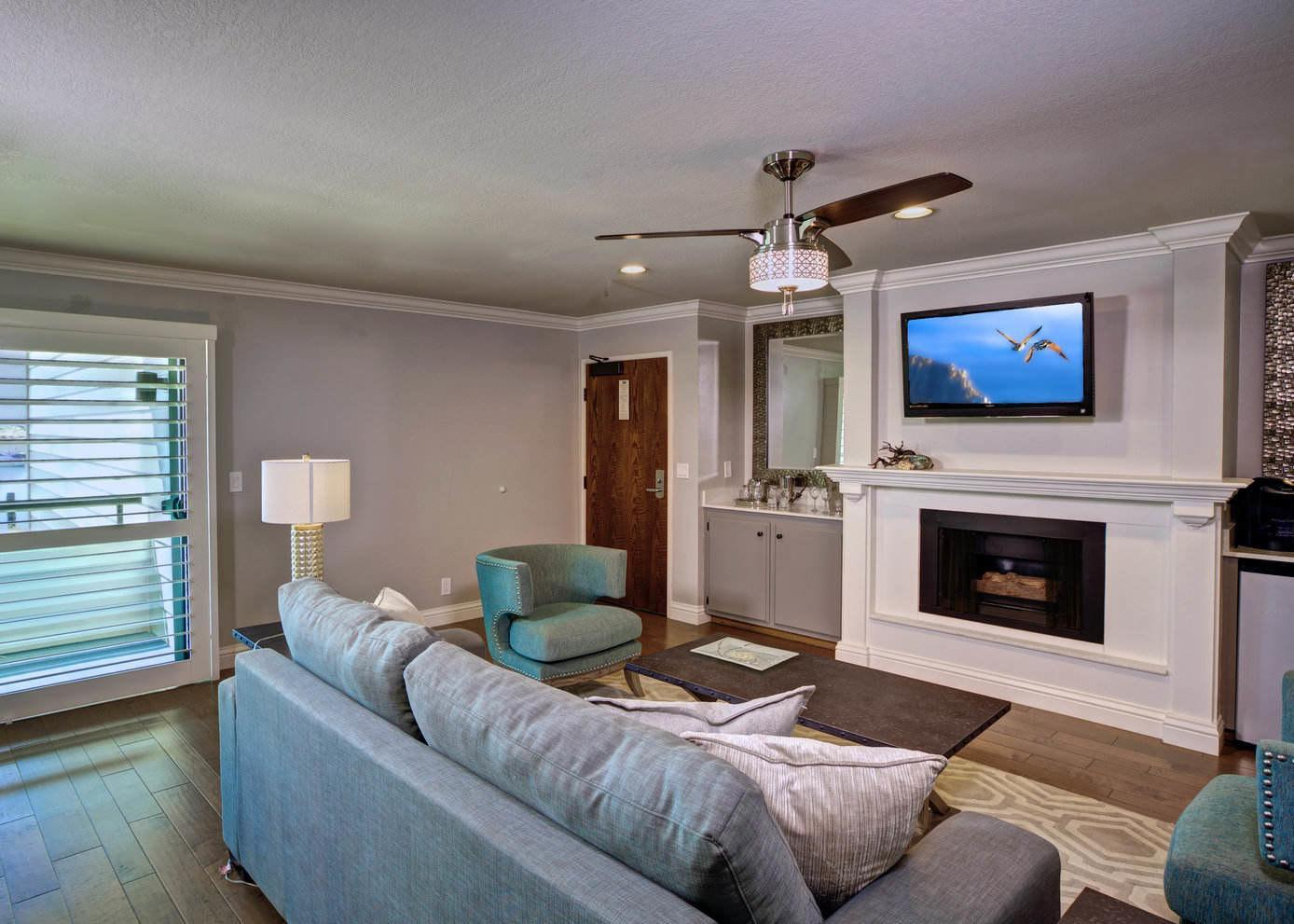 Corner Suite Room 456 Embarcadero Inn & Suites