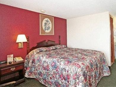 1 Queen Bed Non-Smoking Econo Lodge