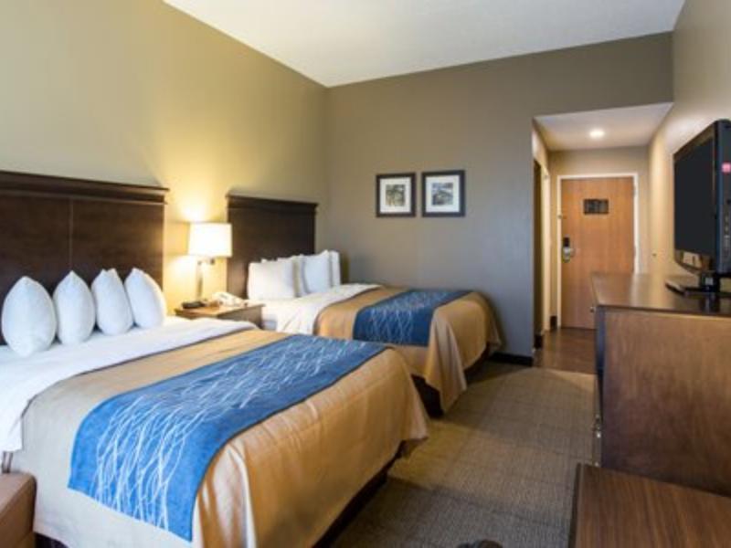 2 Queen Beds, Suite, No Smoking Comfort Inn & Suites