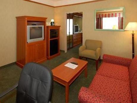 CW Suites John Wayne Airport Photo Suite Room
