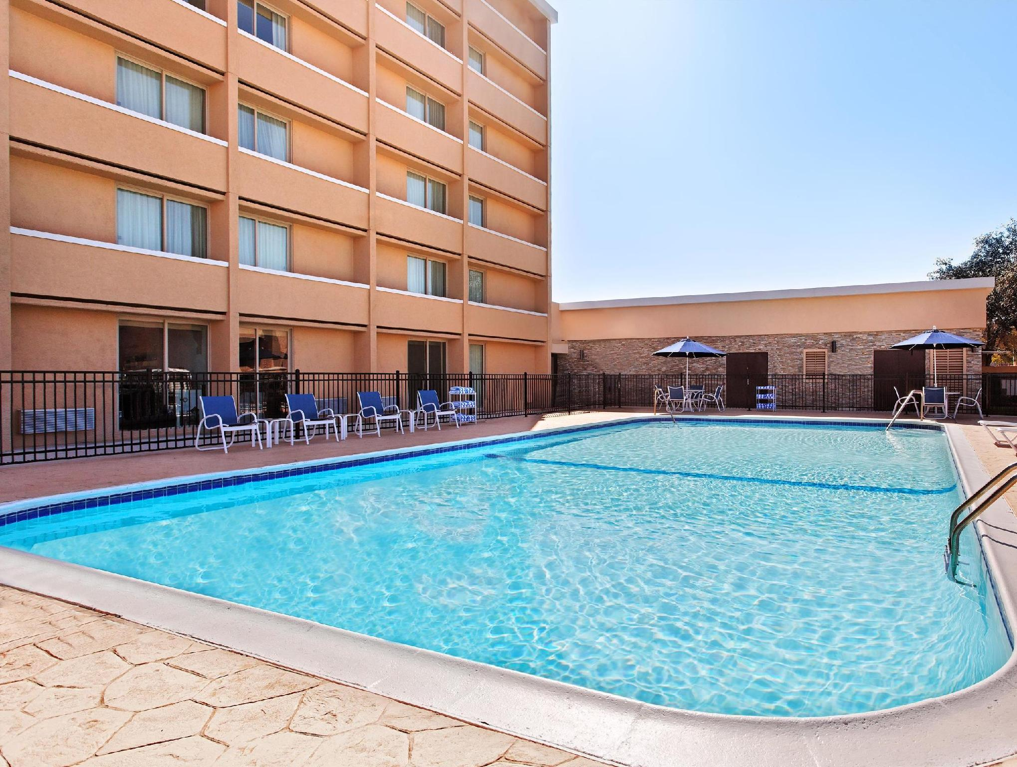Four Points by Sheraton College Station Photo Swimming Pool