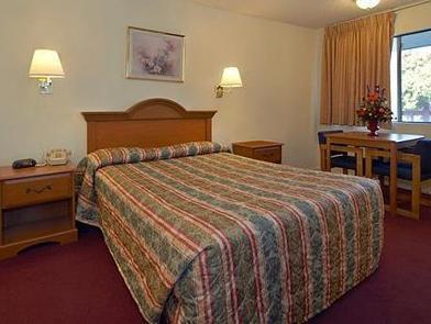 1 Queen Bed, No Smoking, Accessible Room Econo Lodge