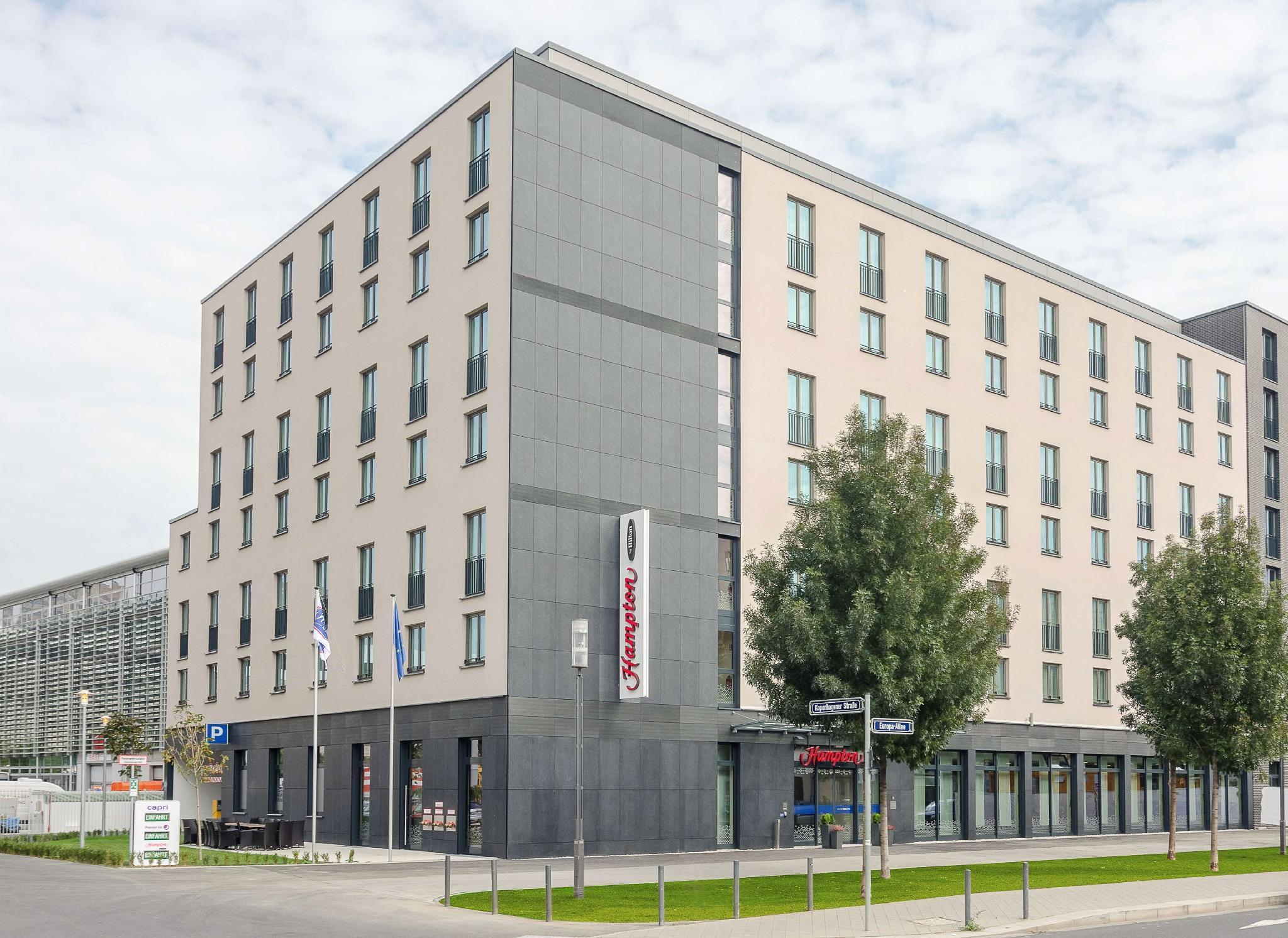 Cash Pool Frankfurt Hauptbahnhof Hampton By Hilton Frankfurt Centre Messe In Frankfurt Am
