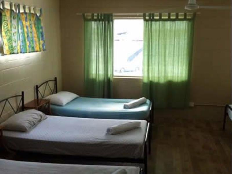 Beds Cairns Reef Backpackers Hotel In Cairns Room Deals Photos