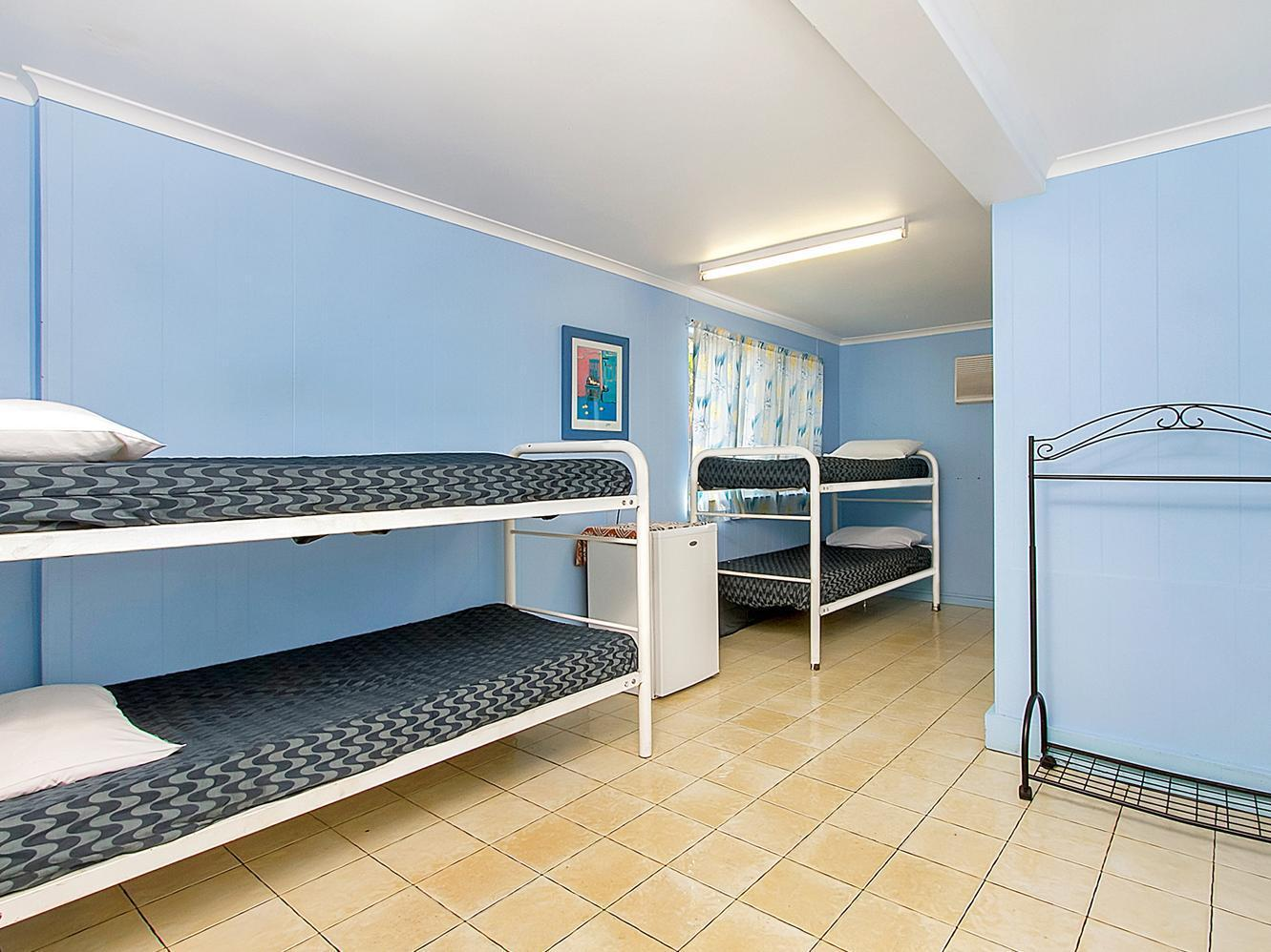 Beds Cairns Caravella Backpackers Cairns Australia Photos Room