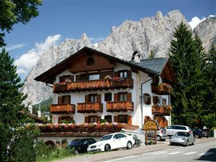 Natale Real Estate Hotel Natale In Cortina D Ampezzo Room Deals Photos Reviews